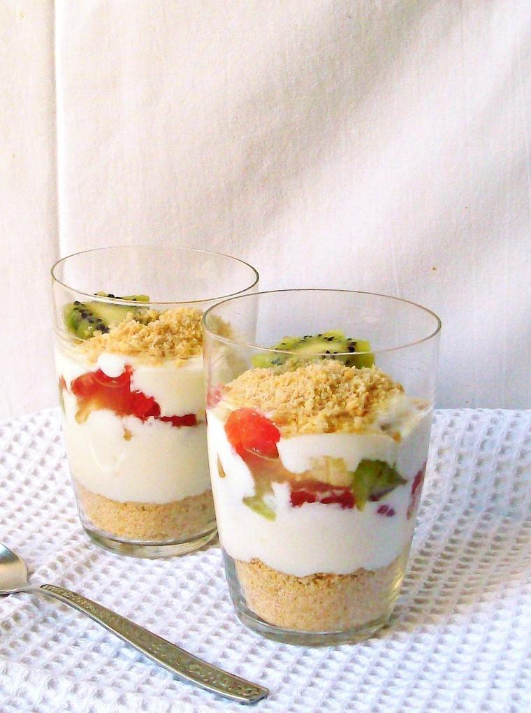 layered yogurt dessert011