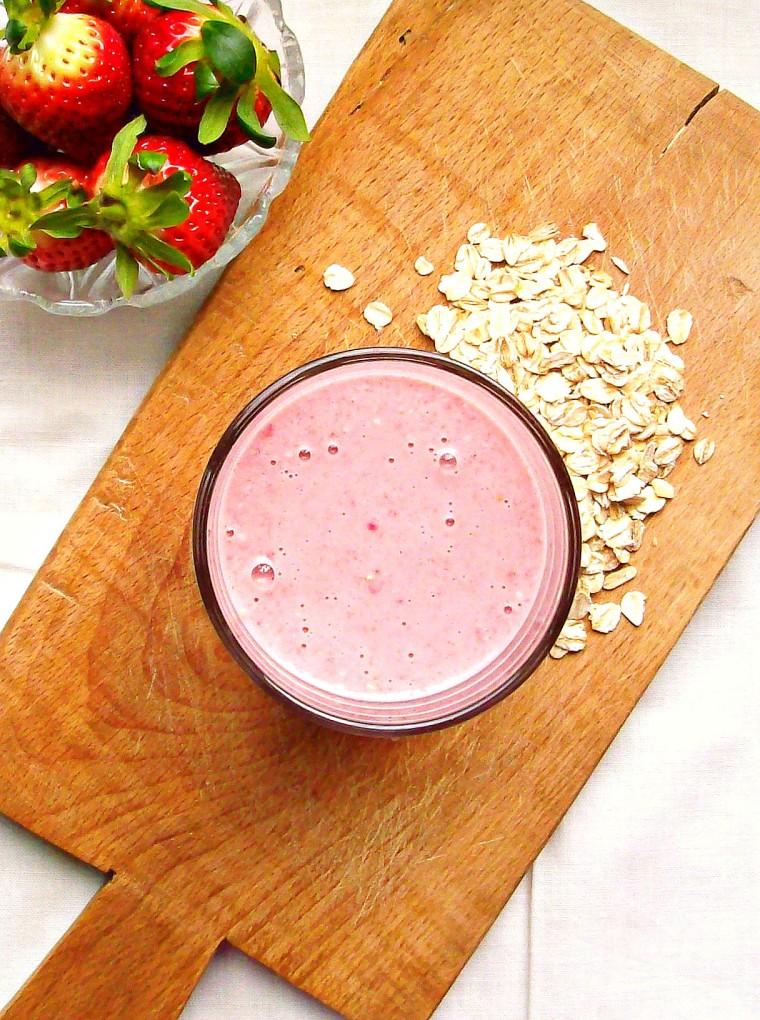 banana strawberry oatmeal smoothie00