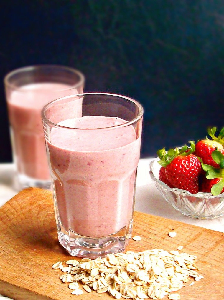 strawberry oatmeal smoothie1