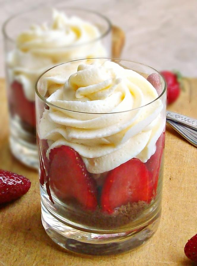 white chocolate strawberry cheesecake0